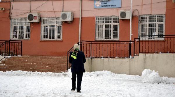 Kar Yağişi Ceylanpinar'i Olumsuz Etkiledi