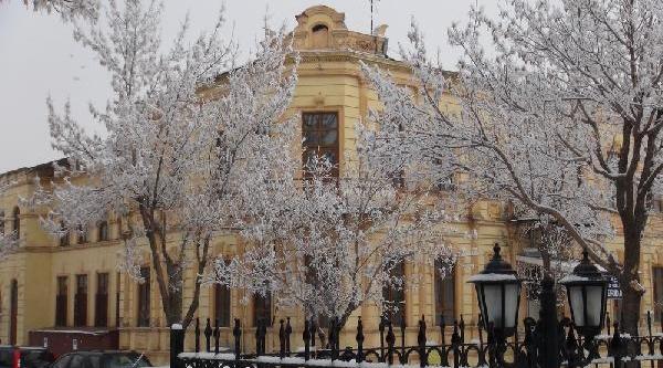 Kar Yağmadi, Ama Her Yer Bembeyaz (2)