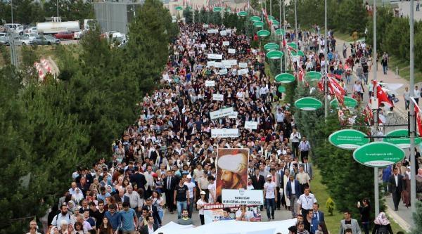 Karabük Üniversitesi'nde Mezuniyet Coşkusu