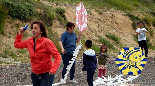 Karabük'te Sevgi Evlerinde Kalan Çocuklar, Uçurtma Şenliğinde Eğlendi