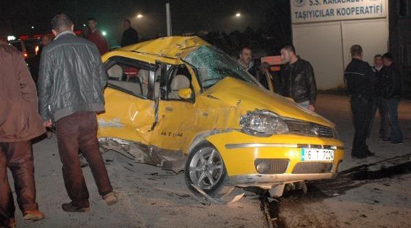Karacabey'de Tir, Taksi Ile Çarpişti: 1 Yarali