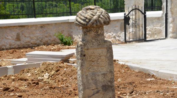 Karacaoğlan'ın Mezarı  Karaman'da Mı?