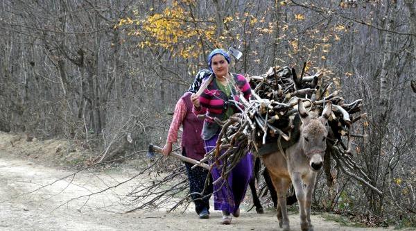 Karadeniz Kadini Kiş Hazirliğinda