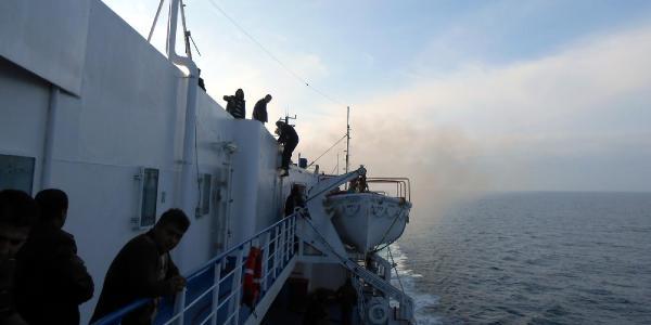 Karadeniz'de Yanan Gemide Hasar Gören Tir'lar Zonguldak'a Getirildi
