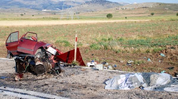Karamanlı'da 2 Otomobil Çarpişti: 5 Ölü, 3 Yaralı - Fotoğrafları