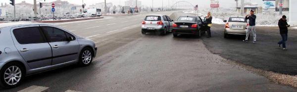 Karayolunda Otomobilli Evlenme Teklifi