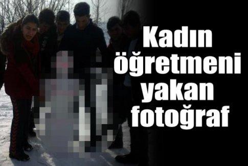 Kardan kadının bulunduğu fotoğrafta yer alan öğretmene inceleme
