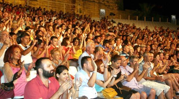 Kardeş Türküler'den Bodrum Kalesi'nde Konser