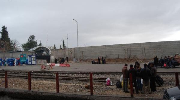 Karkamiş Gümrük Kapisi'na Duvar Örüldü