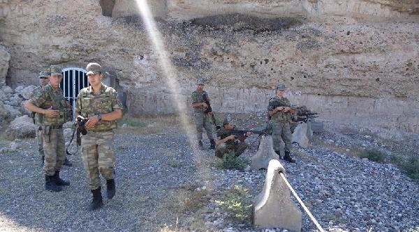 Karkamış Sınırındakı Köyün Kontrolü Işid'e Geçti
