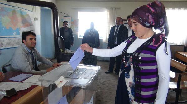 Kars Tekneli'de Muhtarlık Seçimi Yenilendi