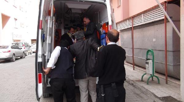 Kars Valisi Tepe'nin Makam Aracı Ambulansla Çarpişti: 8 Yaralı
