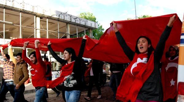 Kars Ve Ardahan'da Bayrağa Saygı Yürüyüşü