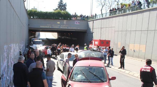 Karşı Şeride Geçen Otomobil, 3 Araca Çarpti: 6 Yaralı