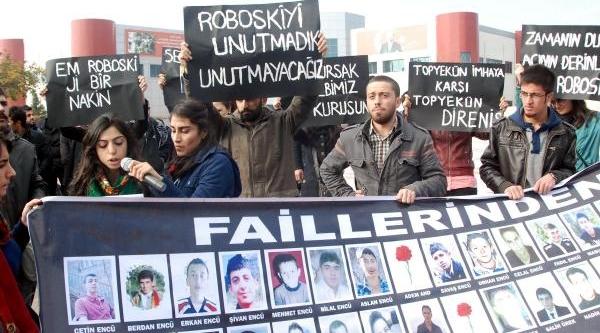 Karşit Görüşlü Öğrenciler Arasinda Arbede