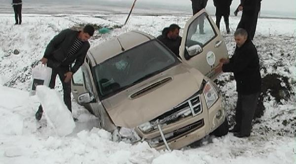 Kars'ta Buzlanma Kazaları: 12 Yaralı