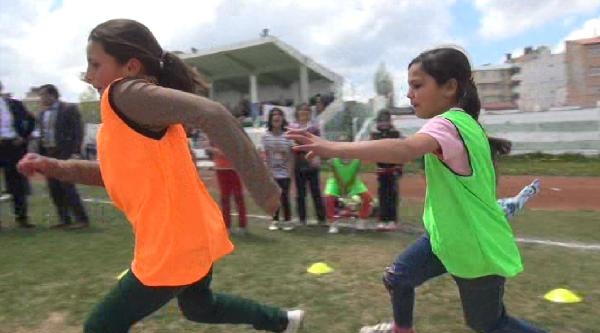 Kars'ta Çocuk Oyunları Şenliği