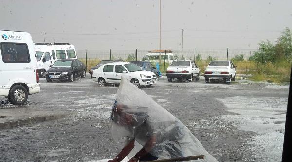 Kars'ta Şiddetli Rüzgar Ve Dolu
