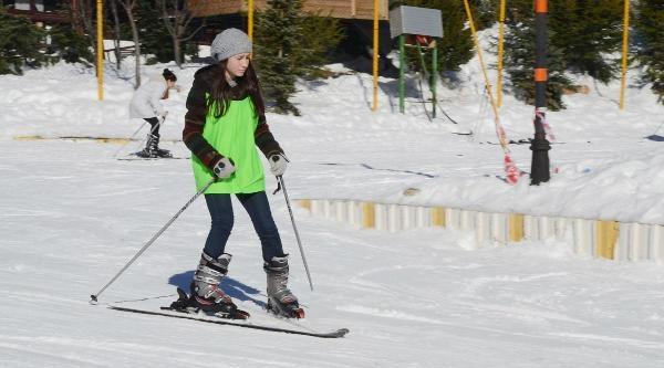 Kartepeli Çocuklar Kayakla Tanişiyor