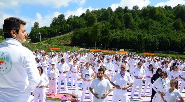 Kartepe'nin Zirvesinde 600 Kişiyle Uluslararası Yoga Festivali