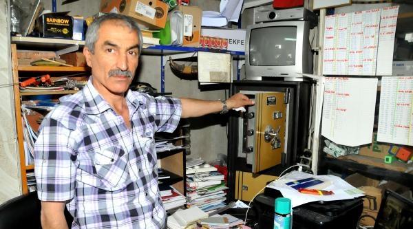 Kasa Hırsızları Güvenlik Kamerasına Takıldı