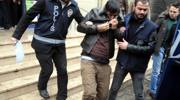 Kasimpaşa-Beşiktaş Maçinda Sahaya Giren Taraftar Adliyeye Sevkedildi (2)