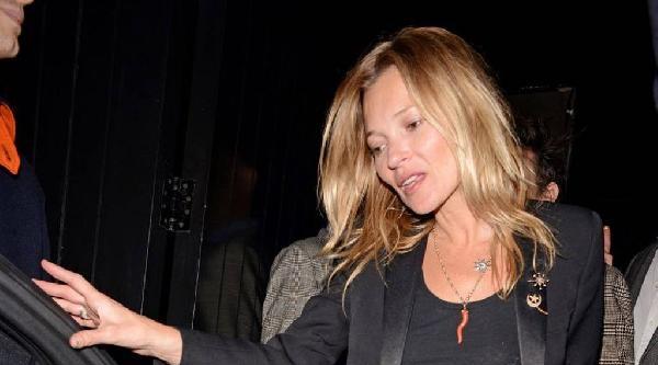 Kate Moss'un Ay-yıldızlı Broşu