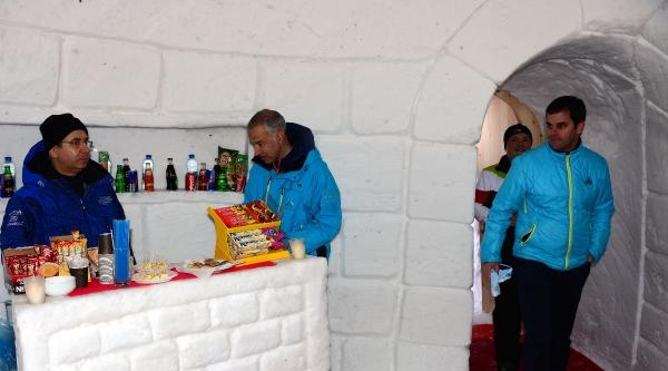 Kayak Merkezinde İglo Kafe