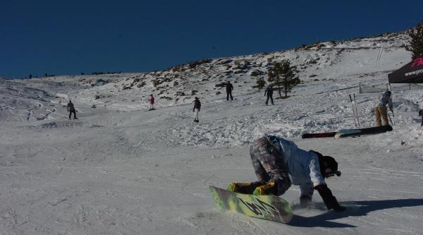 Kayak Tutkunlari Kartalkaya'ya Akin Etti