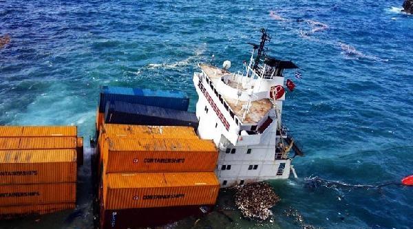 Kayalıklara Çarpan Türk Gemisini Kurtarma Çalişmasi Sürüyor