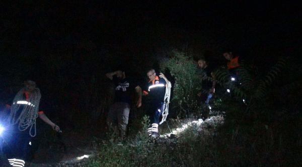 Kayalıkta Mahsur Kalan İki Üniversiteliyi Afad Kurtardı