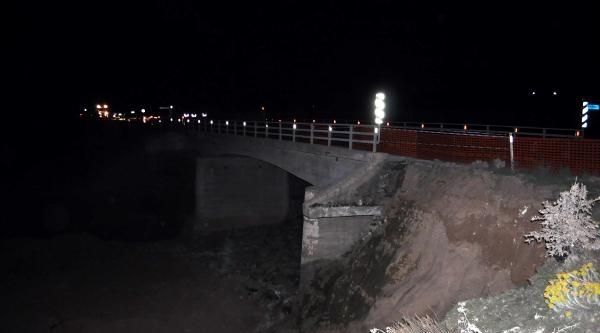 Kayan Köprü Dolgusu Trafiği Tek Şeride Düşürdü