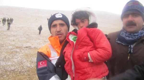 Kaybolan 7 Yaşindaki Kiz, 18 Saat Sonra Karli Dağda Bulundu