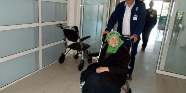 Kaybolan 82 Yaşindaki Kadin, 24 Saat Sonra Bulundu