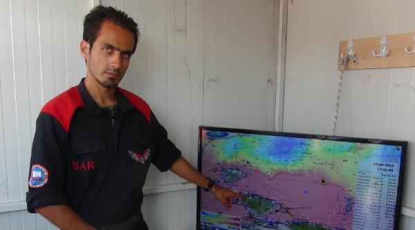 Kaybolan Gençlerin Kullandığı Sanılan Deniz Bisikletinin Parçaları Erdek Sahilinde Bulundu (3)