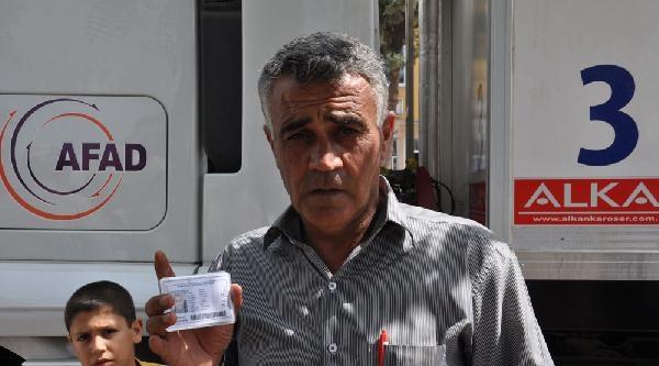 Kayıt Altına Alınan Suriyelilere Tanıtım Kartı Dağıtılıyor