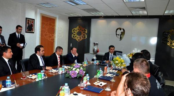 Kayseri Valisi Hentbolcuyları Kabul Etti