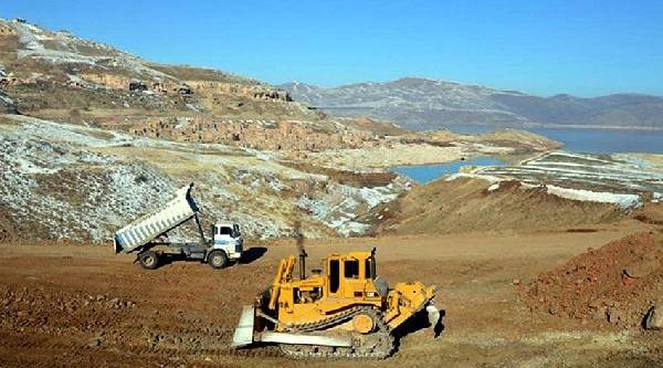 Kayseri'de Baraj Gölü Kenarina Yaşam Alanlari