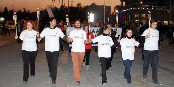 Kayseri'de Chp'Li Gençlerden  'saygi Nöbeti'