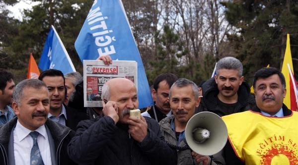 Kayseri'de Eğitimcilerden, 'alo Oğlum' Eylemi