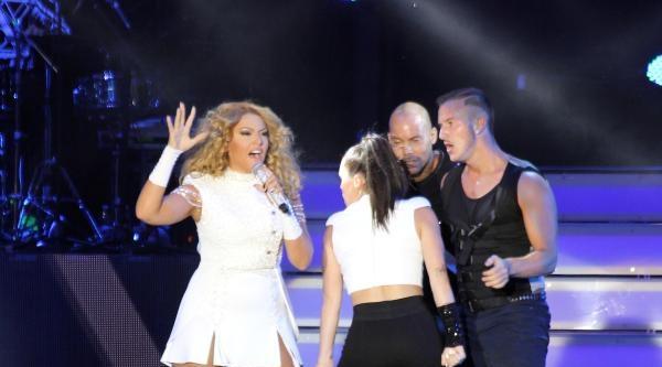 Kayseri'de Hadise Ve Athena Konseri