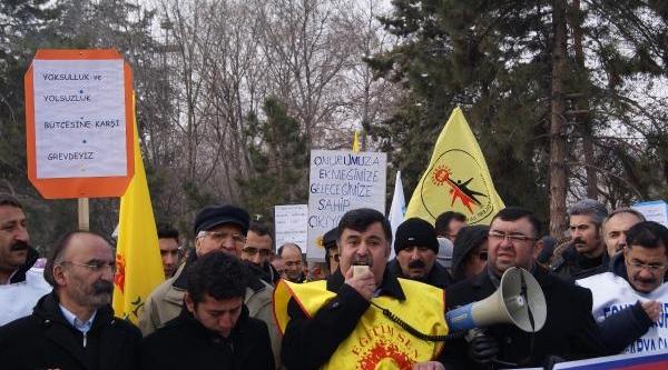 Kayseri'De Kesk Eyleminde 'ayakkabi Kutusu Partisi'