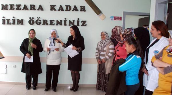 Kayseri'de Kursiyerlerin Okuma Bayrami