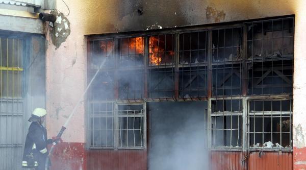 Kayseri'de Mobilya Atelyesi Yandı