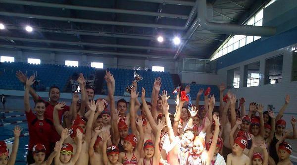 Kayseri'de Okulllararası Yüzme Müsabakaları Yapıldı