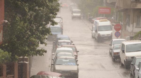 Kayseri'de Sağanak Yağış Yaşamı Olumsuz Etkiledi