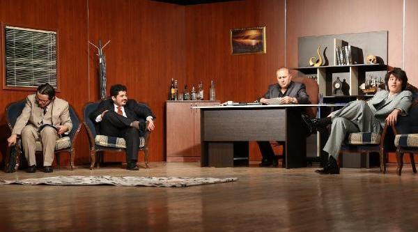 Kayseri'de Tiyatro Sezonu Açildi