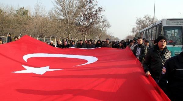 Kayseri'de Ülkücülerden Hdp'Ye Tepki