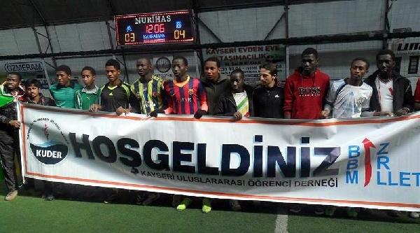 Kayseri'deki Futbol Turnuvasinda Liberya Şampiyon