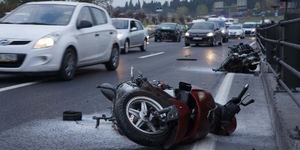 Kaza Yapan Aracin Motoru Yola Firladi